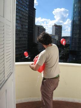Balões: Intervenção urbana do GIA+Poro
