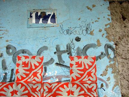 Grupo Poro: intervenção urbana Azulejos de papel em Belo Horizonte